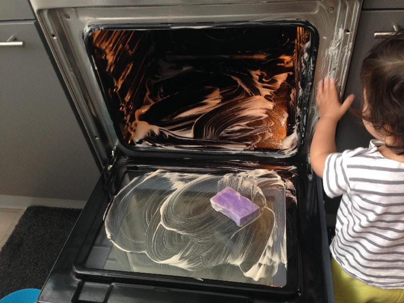 de oven schoonmaken met baking soda - ministijl